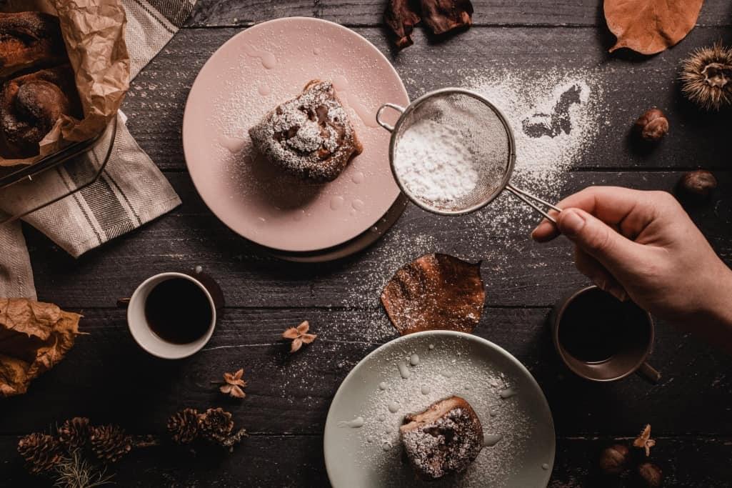 Pastry School Dusting Cake